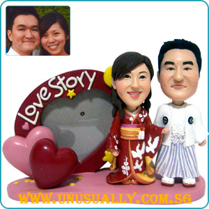 Custom 3D Caricature Kinomo Couple Figurines Heart Frame